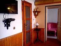 vchod do pokoje č. 1 z jídelny - přízemí - Bušín