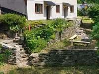 pokoje do zahrady a k potoku - chalupa k pronájmu Říčky v Orlických horách