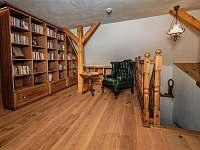 Knihovna v 1.patre - Valteřice