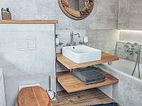 Koupelna v prizemi - chalupa k pronájmu Valteřice