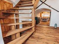 Predsin, schody do 1. patra - chalupa k pronajmutí Valteřice