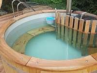Koupaci sud v letě bazén s filtrací - chata k pronájmu Deštné v Orlických horách
