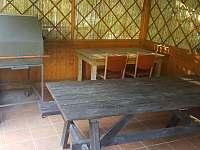 Opéct kýtu není u nás také problém - chata k pronajmutí Deštné v Orlických horách