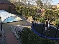Bazén a trampolína - apartmán k pronájmu Přibyslav