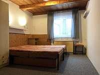 Pokoj 4 v přízemí - pronájem chaty Deštné v Orlických horách