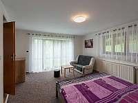 Pokoj s manželskou postelí - pronájem chalupy Dolní Hedeč