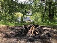 venkovní ohniště - chata k pronajmutí Čenkovice
