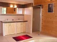 koupelna s vířivkou - chalupa ubytování Rampuše