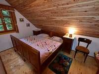 Dvoulůžkový pokoj v selském stylu - chalupa k pronajmutí Deštné v Orlických horách