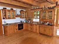 Plně vybavená stylová kuchyň - pronájem chalupy Deštné v Orlických horách