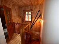 pohodlné schody - chalupa k pronajmutí Deštné v Orlických horách