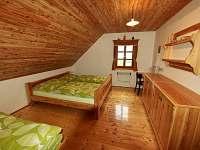 vybavení pokoje - 3lůžka + 1přistýlka - chalupa ubytování Deštné v Orlických horách