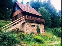 Chata s novými schody v létě