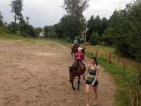 Jízda na koních v blízkém okolí chalupy