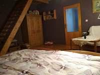 Horní ložnice s třemi lůžky
