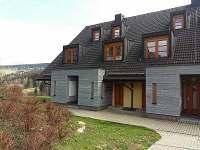 pohled na dům - apartmán k pronájmu Říčky v Orlických horách