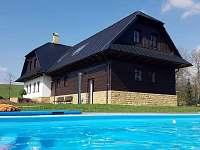 Chalupa s bazéném