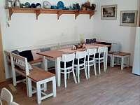 jídelní část - chata k pronajmutí Bystré u Dobrušky