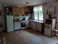 kuchyň zázemí - pronájem chaty Bystré u Dobrušky