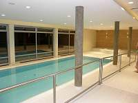 Bazén v hotelu (50m)