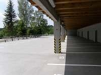 Kryté parkování k ap.
