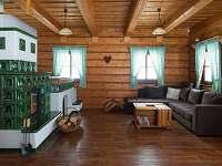 Roubenka Orlické Záhoří společenská místnost - chalupa ubytování Orlické Záhoří