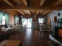 Roubenka Orlické Záhoří společenská místnost - pronájem chalupy