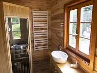 spodní koupelna se saunou - roubenka k pronajmutí Deštné v Orlických Horách