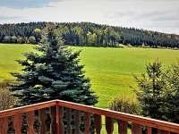 jarní pohled z terasy - Valteřice