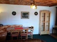 jídelní kout a vstup do kuchyně - Valteřice