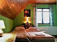 ložnice s balkónem(dvoulůžko + jednolůžko) - chata k pronajmutí Valteřice