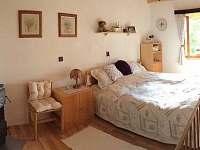 Levandulová ložnice přízemí