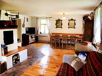 společenská místnost - chalupa ubytování Valteřice