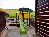 Dětské hřiště u apartmánů - ubytování Čenkovice
