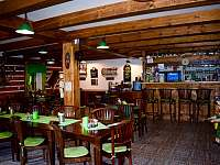 Restaurace u apartmánů - k pronájmu Čenkovice