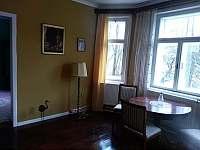 Společenská místnost - vila k pronájmu Mladkov