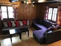 Obývací pokoj - 2x rozkladací gauč - chalupa k pronajmutí Mladkov