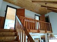 Dvě ložnice v Prvním patrře - chata k pronájmu Pastviny