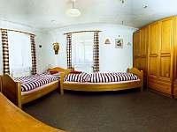 Dvoulůžkový pokoj vedle společenské místnosti II. - pronájem chalupy Červená Voda - Šanov