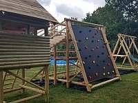 Dětské hřiště s lezeckou stěnou - chata ubytování Heroltice u Štítů