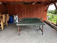 Stůl na pinec - chata k pronajmutí Heroltice u Štítů