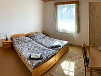 dvoulůžkový bezbarierový pokoj v suterénu - chalupa k pronajmutí Deštné v Orlických horách