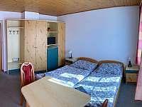 dvoulůžkový pokoj v přízemí - Deštné v Orlických horách