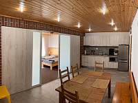 kuchyňka a jídelna v suterénu - Deštné v Orlických horách