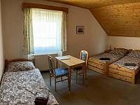 třílůžkový pokoj v 1. patře - Deštné v Orlických horách