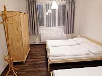 Třetí apartmán větší ložnice 180cm postele