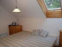 pokoj s velkou postelí (2+2 lůžka)