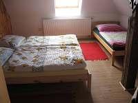 Ložnice se třemi lůžky - chalupa k pronájmu Jamné nad Orlicí