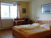 Ložnice s manželským lůžkem - apartmán k pronájmu Radíkov