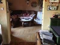 Průchod do obývacího pokoje - chalupa k pronájmu Staré Hamry